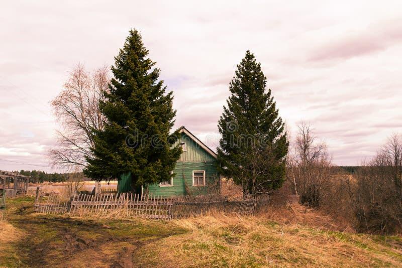 Дом Abandjned в деревне стоковое фото