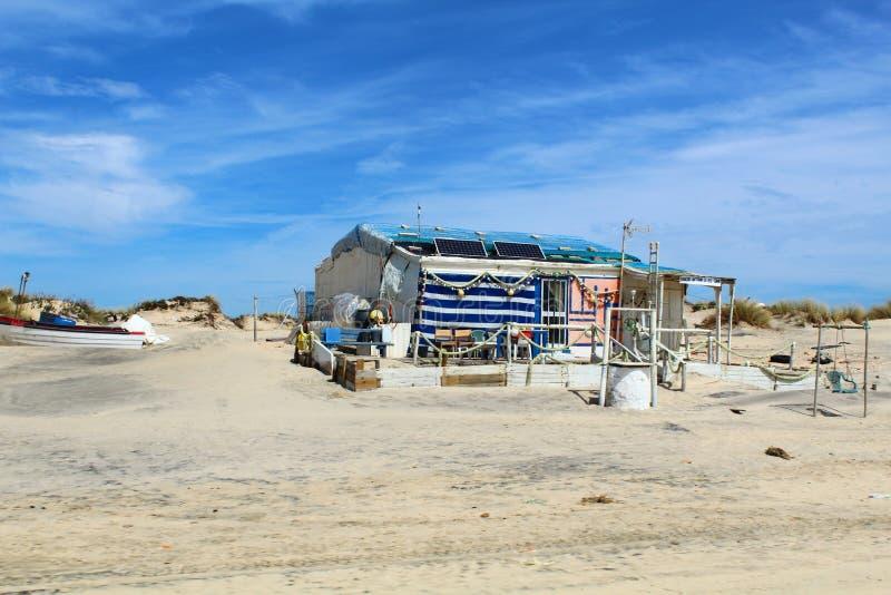 Дом ` s рыболова на пляже стоковые фото