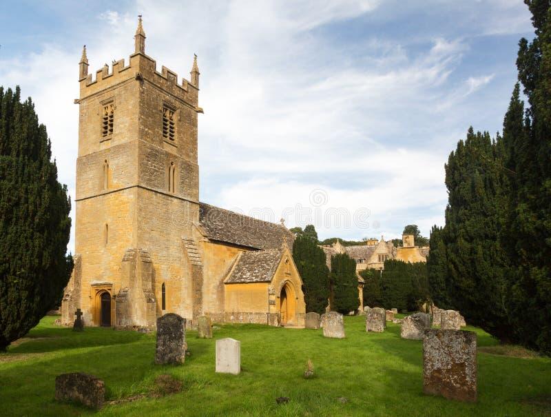 Дом Stanway и церковь Stanton St Peters стоковая фотография