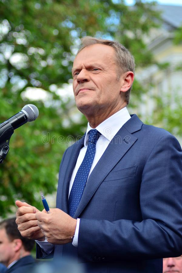 Дональд Туск президент настоящего момента Европейского Совета в Варшаве вызвал на политических лидерах Польши для уважения consti стоковое изображение rf