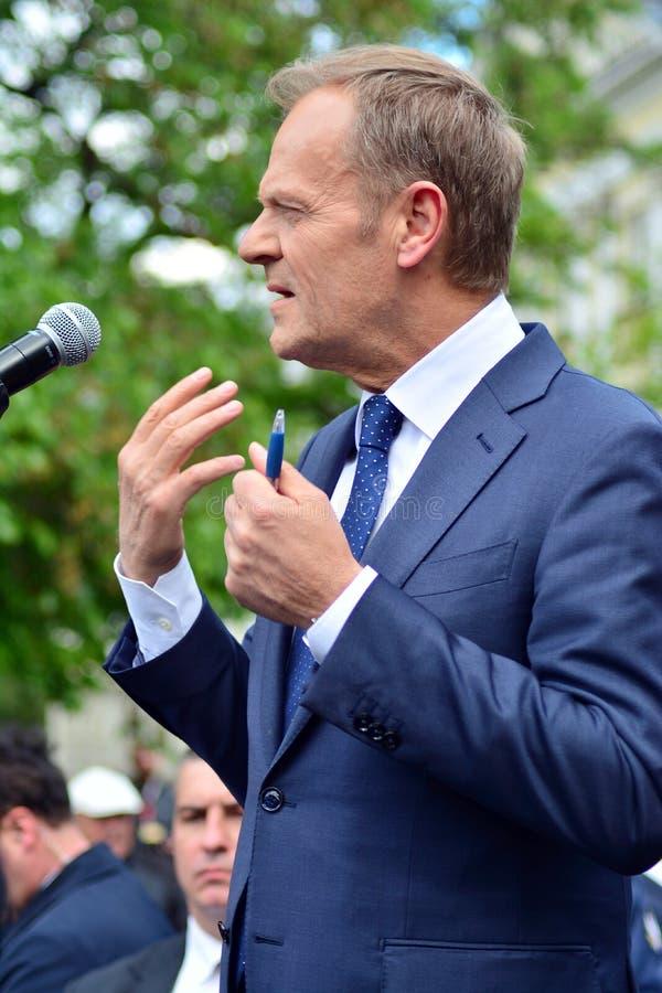 Дональд Туск президент настоящего момента Европейского Совета в Варшаве вызвал на политических лидерах Польши для уважения consti стоковые изображения