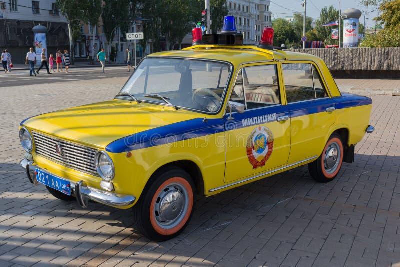 Донецк, Украина - 27-ое августа 2017: Советская полицейская машина во время выставки в центральной площади города на торжестве  стоковые фото