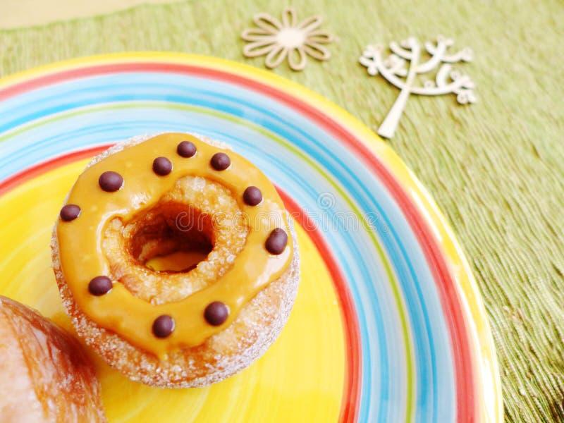 Донут с арахисовым маслом и шоколадом стоковая фотография rf