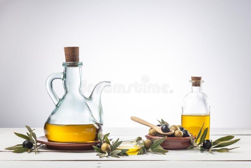 Дополнительное девственное оливковое масло в масле стоковые фотографии rf