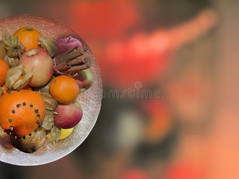 Допустимый предел диска плодоовощ на нерезкости рождества в красном цвете стоковые фото