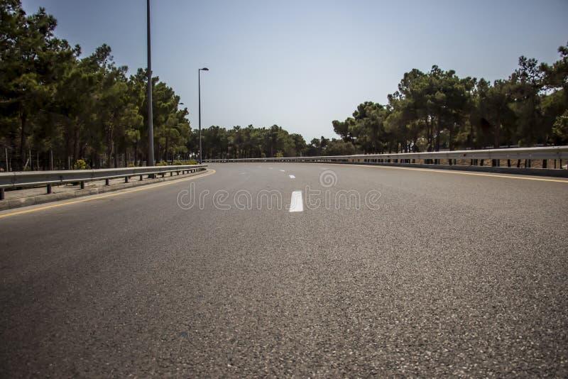 Дорога асфальта, деталь новой дороги движения стоковое изображение