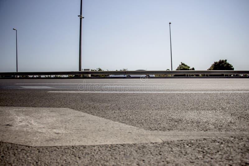 Дорога асфальта, деталь новой дороги движения стоковые фото