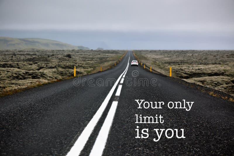 Дорога вдохновляющей цитаты мотивировки бесконечная стоковое фото rf
