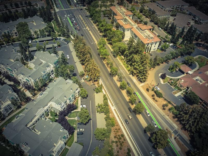 Дорога взгляд сверху Cupertino и Wolfe, Кремниевая долина, Калифорния стоковые фото
