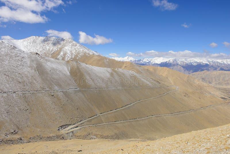 Дорога в Гималаях стоковые фотографии rf