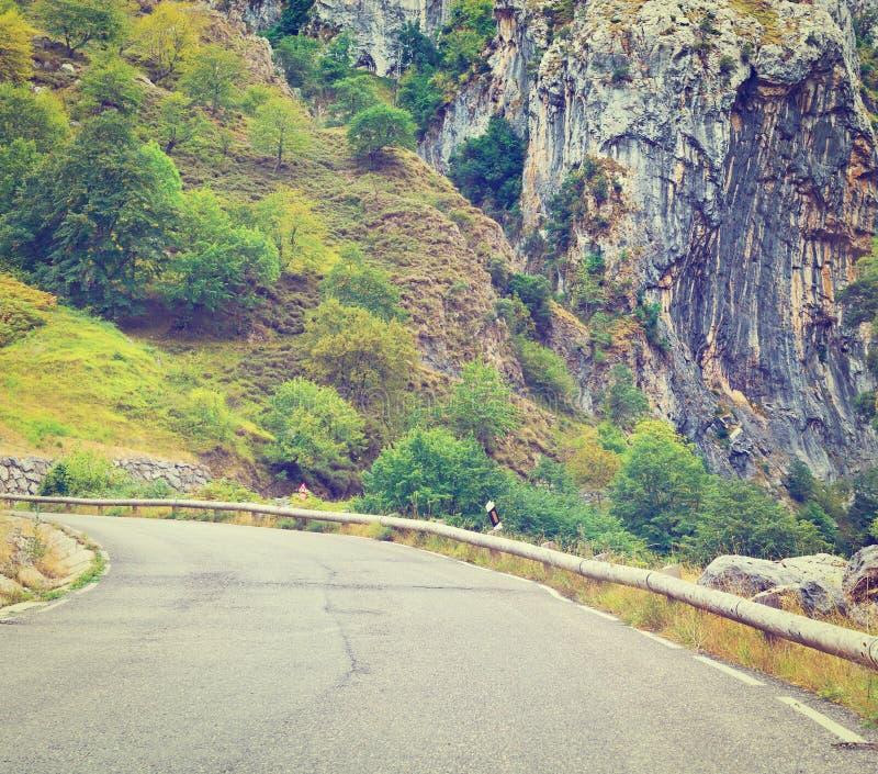 Download Дорога в горах стоковое фото. изображение насчитывающей утес - 41655186