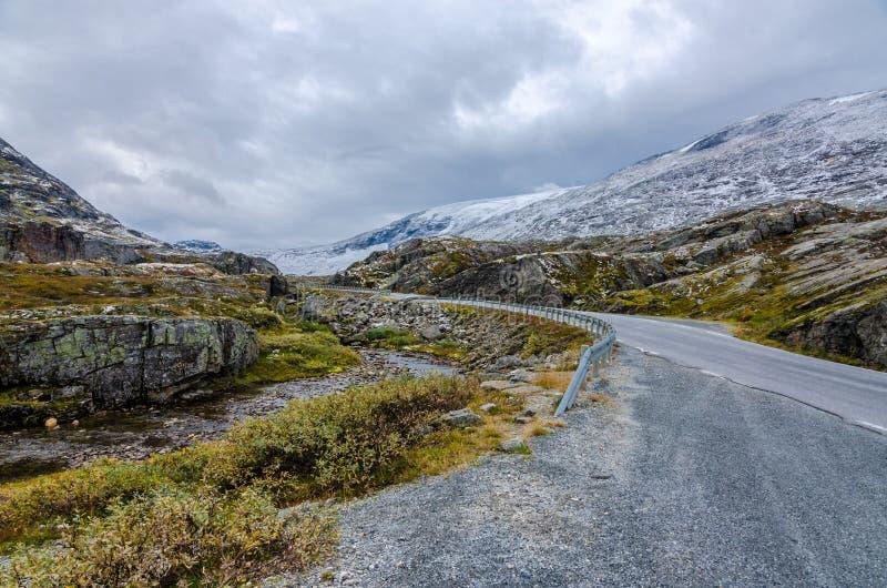 Download Дорога в горе стоковое фото. изображение насчитывающей трава - 81808332