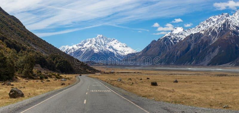 Дорога в долине Тасман, Национальный парк Маунт Кук, Новая Зеландия стоковая фотография