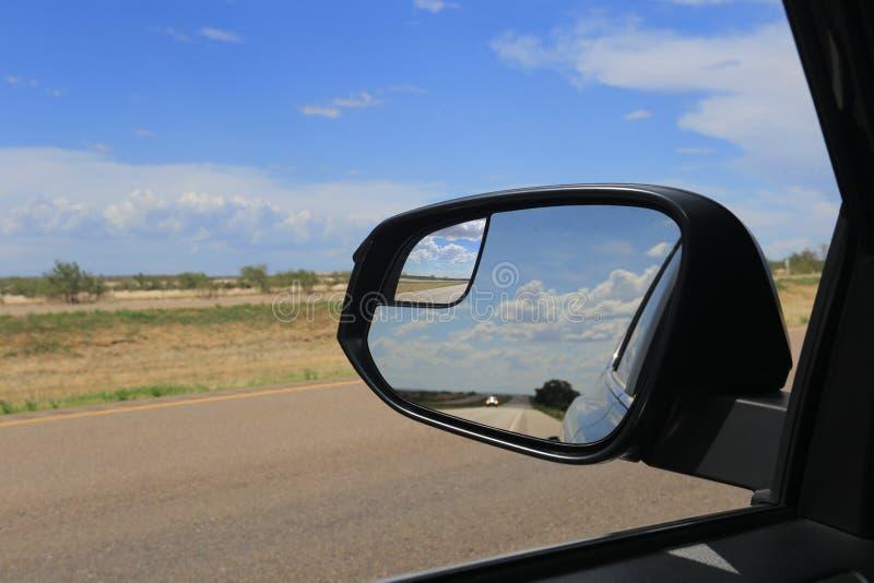 Дорога в зеркале заднего вида стоковое фото rf