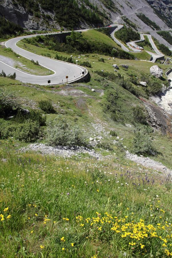 Дорога в итальянке Альпах стоковое изображение rf
