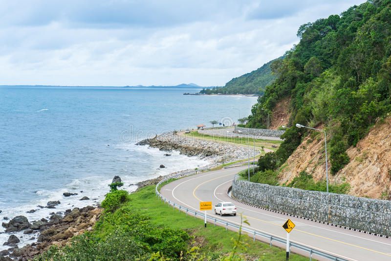 Дорога вдоль Seashore, провинция Chantaburi, Таиланд стоковое изображение rf