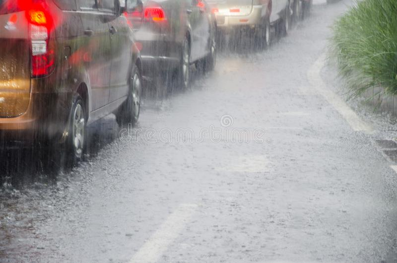 Дорога в проливном дожде стоковое изображение