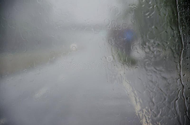 Дорога в проливном дожде стоковое изображение rf