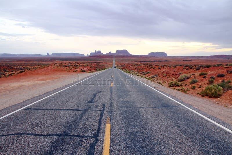 Download Дорога в пустыне стоковое фото. изображение насчитывающей сельско - 37927238