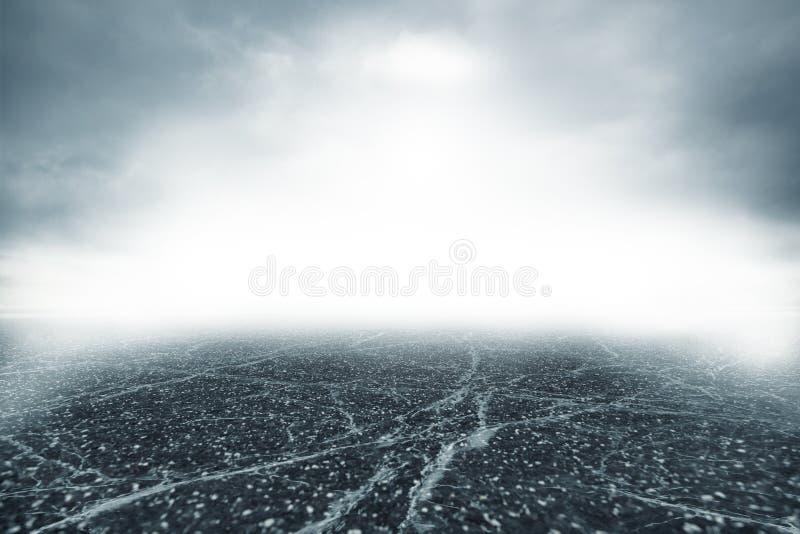 Дорога в сильном тумане стоковые фото