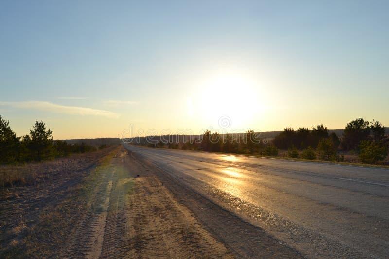 Дорога в утре стоковые изображения