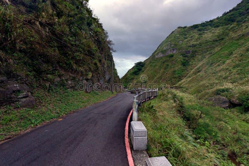 Дорога в холмах Ruifang Distric, Тайваня стоковая фотография rf