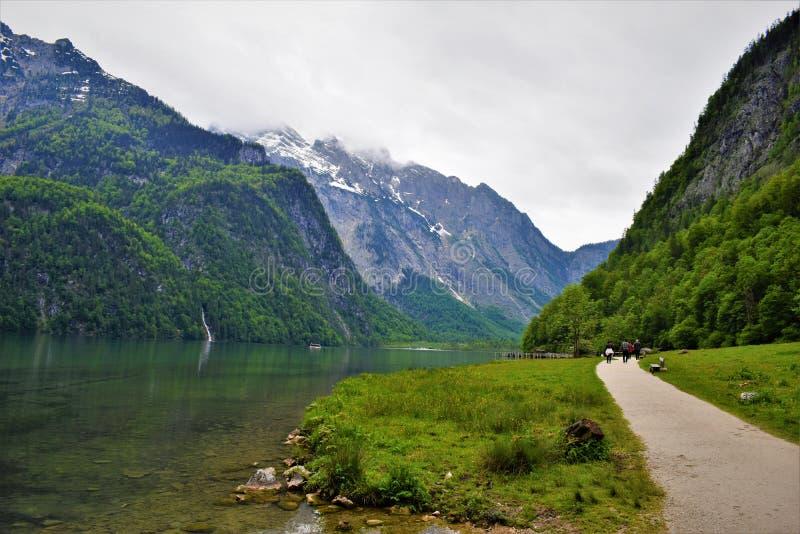 Дорога горного вида озера Германи стоковые фото