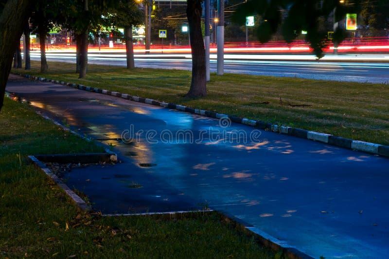 Дорога города ночи стоковые фотографии rf