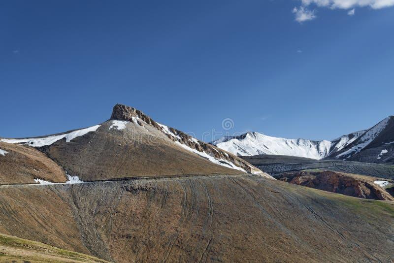 Дорога горы большой возвышенности стоковые изображения rf
