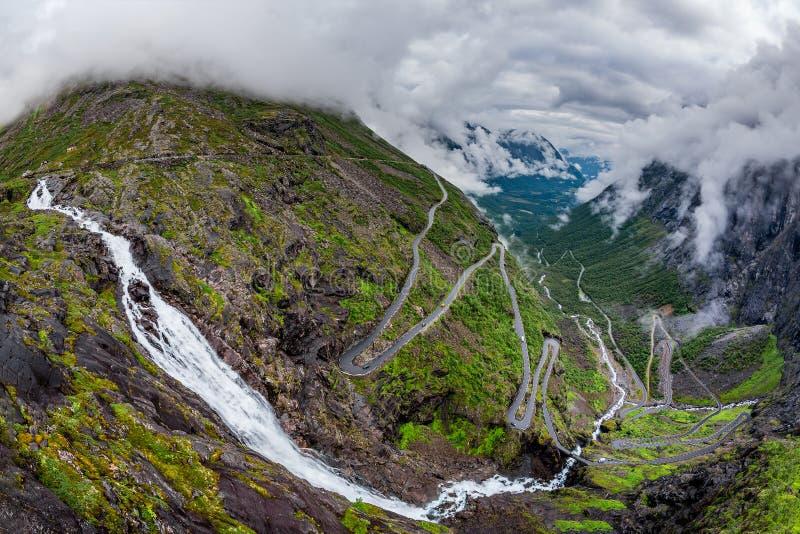 Дорога горы замотки пути Trollstigen или Trollstigveien тролля стоковые изображения rf