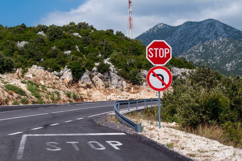 Дорога горы, знак стопа стоковая фотография rf