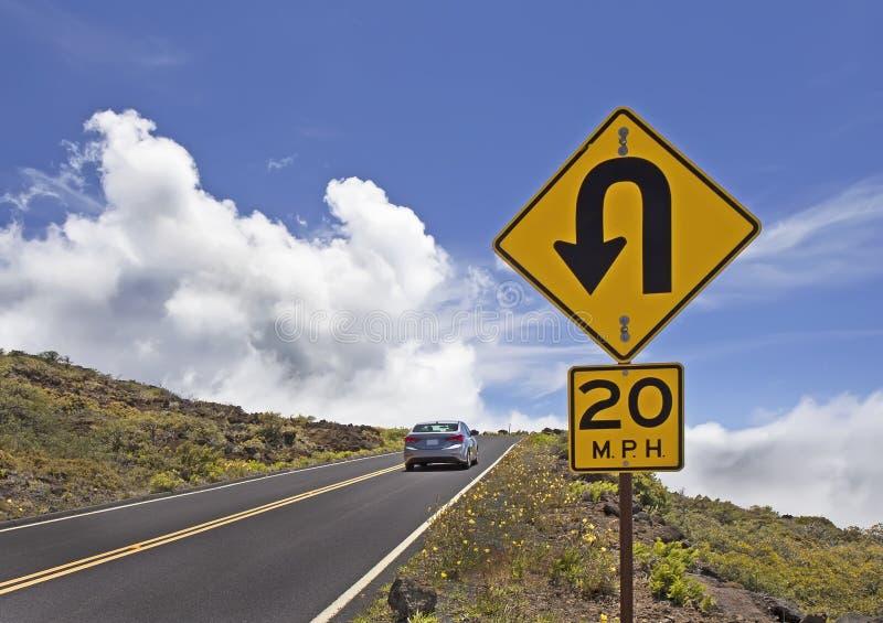 Дорога горы с знаками уличного движения стоковая фотография rf