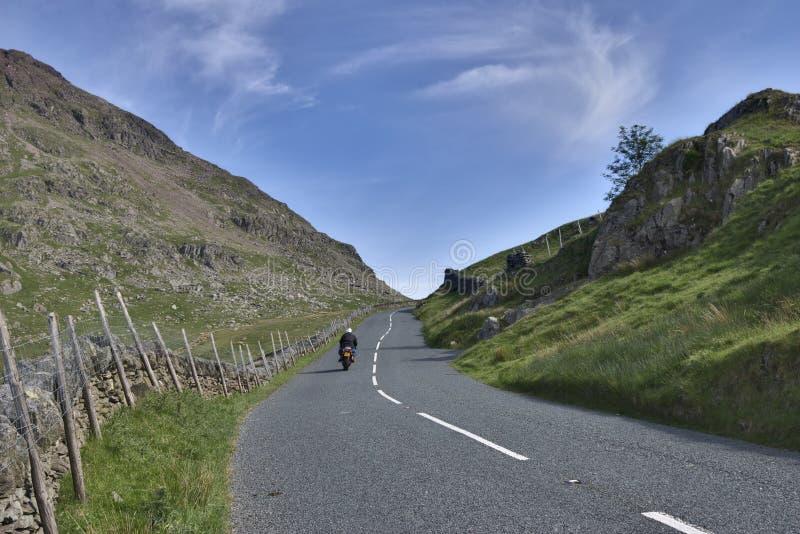 дорога горы motorcyclist стоковая фотография rf