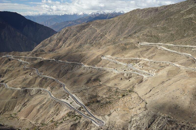 Дорога 318 гор в Тибете стоковая фотография rf