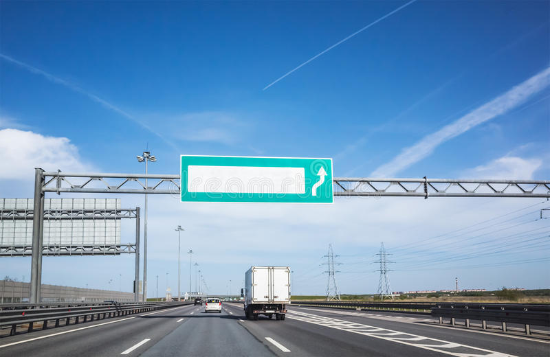 Дорога Зеленое и белое знамя информации стоковое фото rf