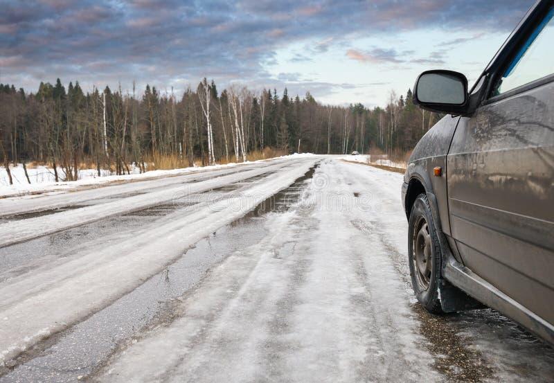 Download Дорога зимы опасная стоковое фото. изображение насчитывающей скользко - 37931600