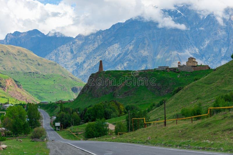 Дорога и горы, взгляды Грузии стоковая фотография rf