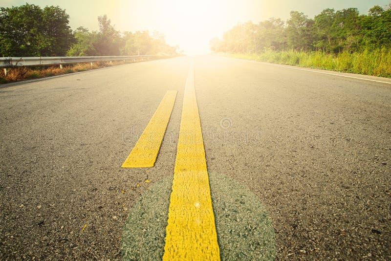 Дорога и желтый цвет стоковые фотографии rf