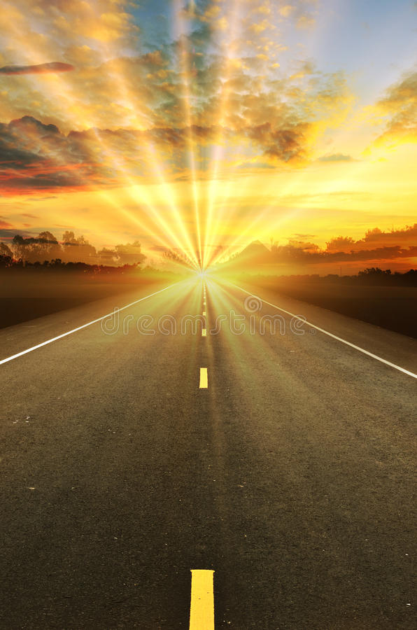 Дорога и небо захода солнца стоковое изображение