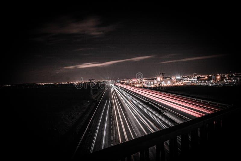 Дорога, который нужно осветить и подпереть стоковое фото