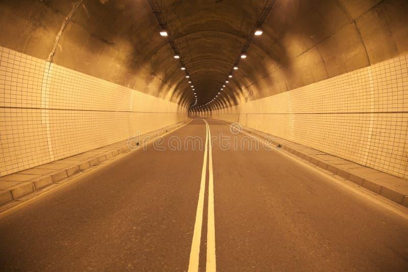 дорога, котор нужно проложить тоннель стоковое изображение