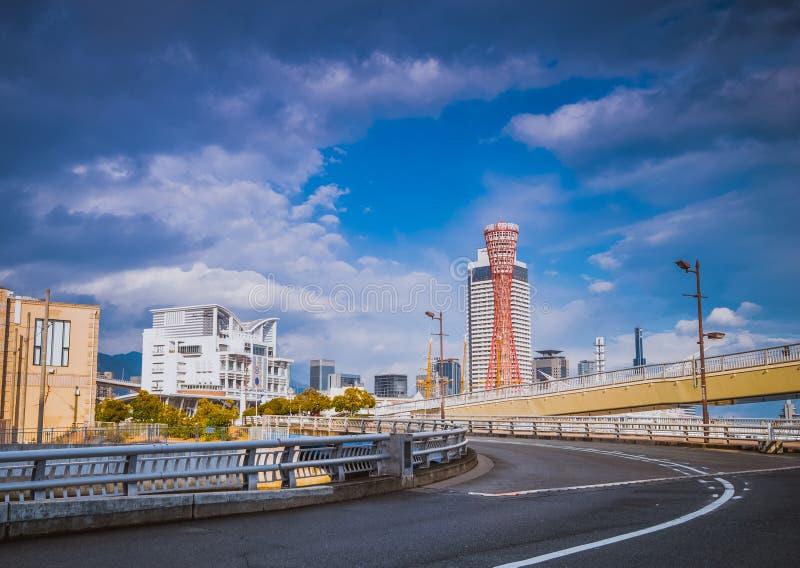 Дорога к башне порта Кобе вида на море, Японии стоковые фотографии rf