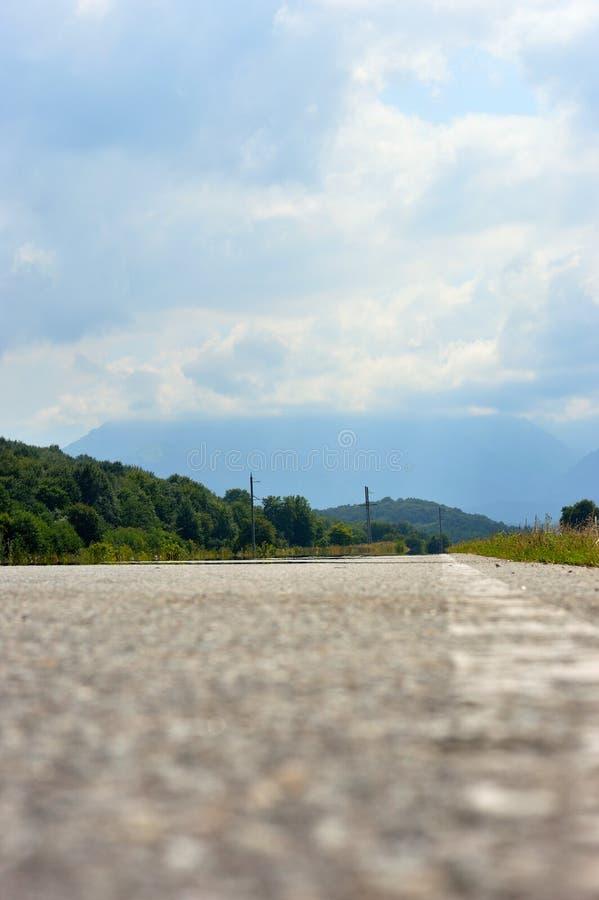 Дорога к горам Кавказа стоковое изображение