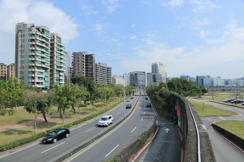 Дорога к торговому району & научный промышленный парк в городе Тайбэя стоковые изображения rf