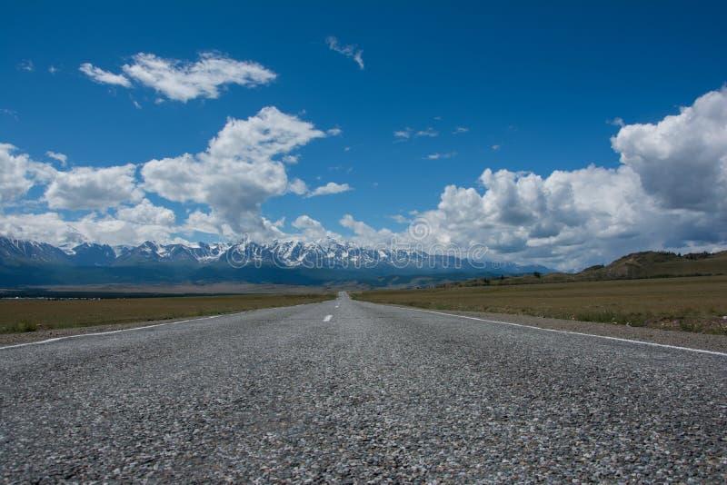 Дорога на Aktru. стоковая фотография