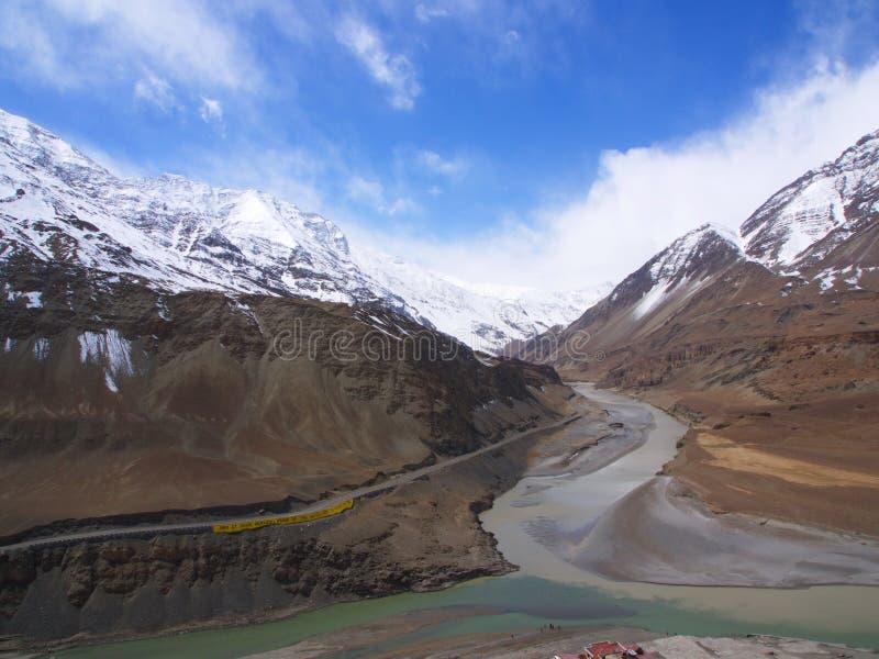 Дорога от Leh к Manali, дорога горы снега Гималаев тибетца стоковая фотография rf