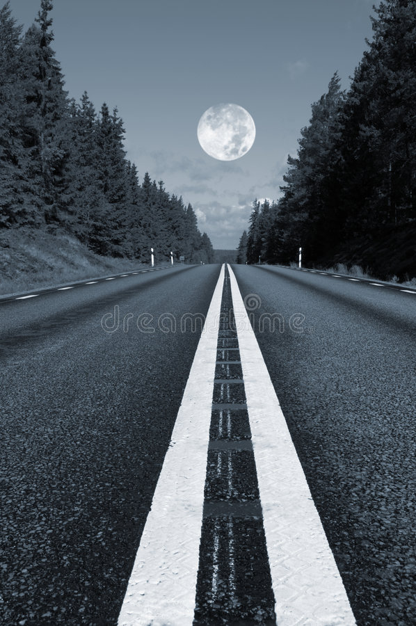 дорога полнолуния страны стоковое изображение rf