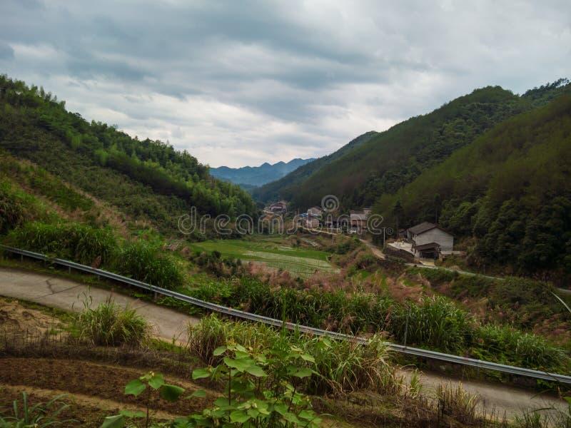 Дорога сценарной деревней в Китае стоковое фото rf