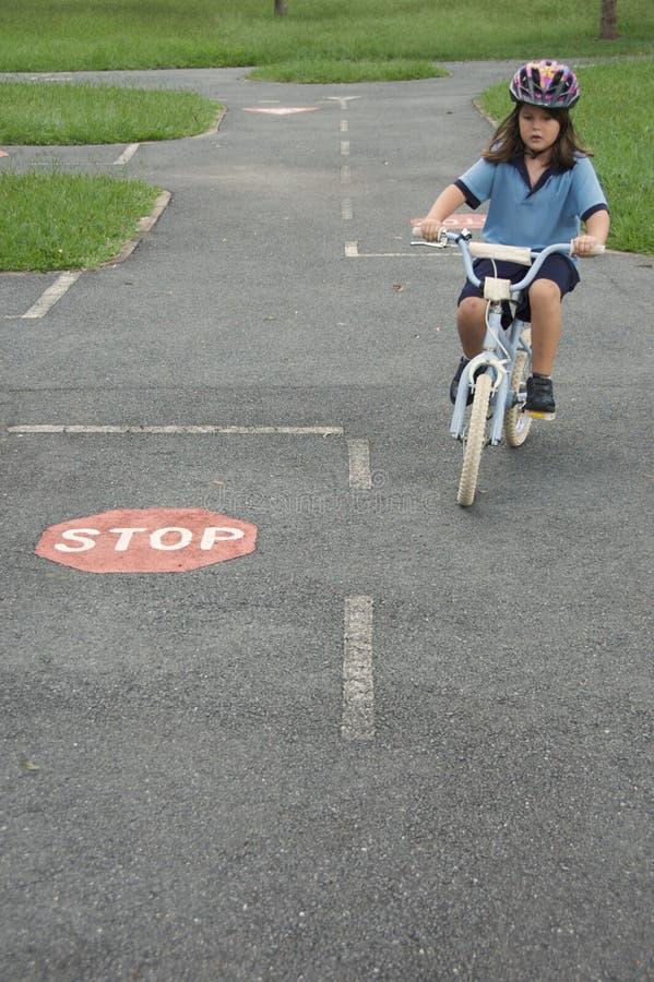 дорога управляет тренировкой стоковое изображение