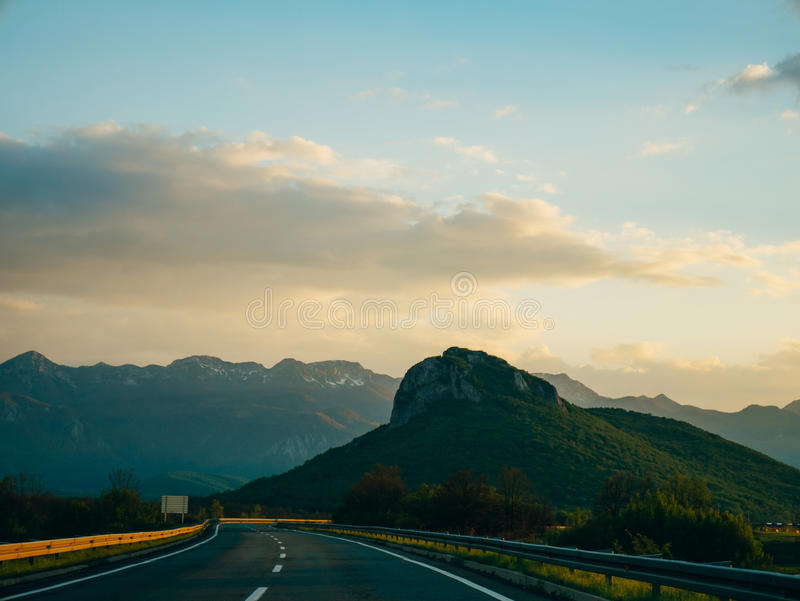 Дорога через горы стоковое фото